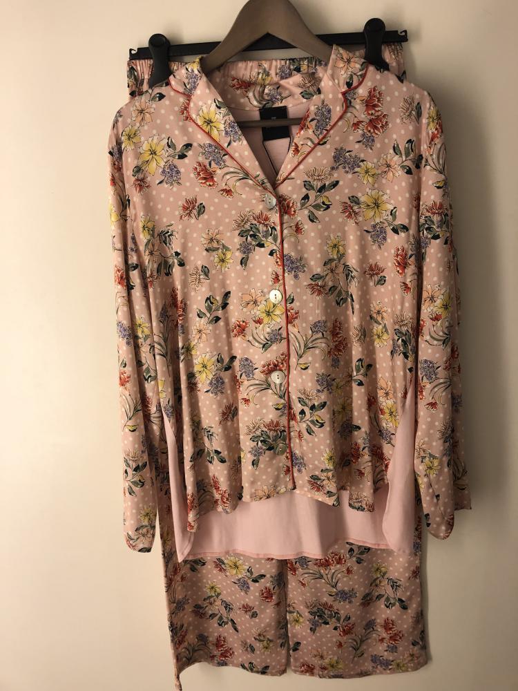 Le Chat Suzanne 706 Pyjama Doorknoop, Bloemen