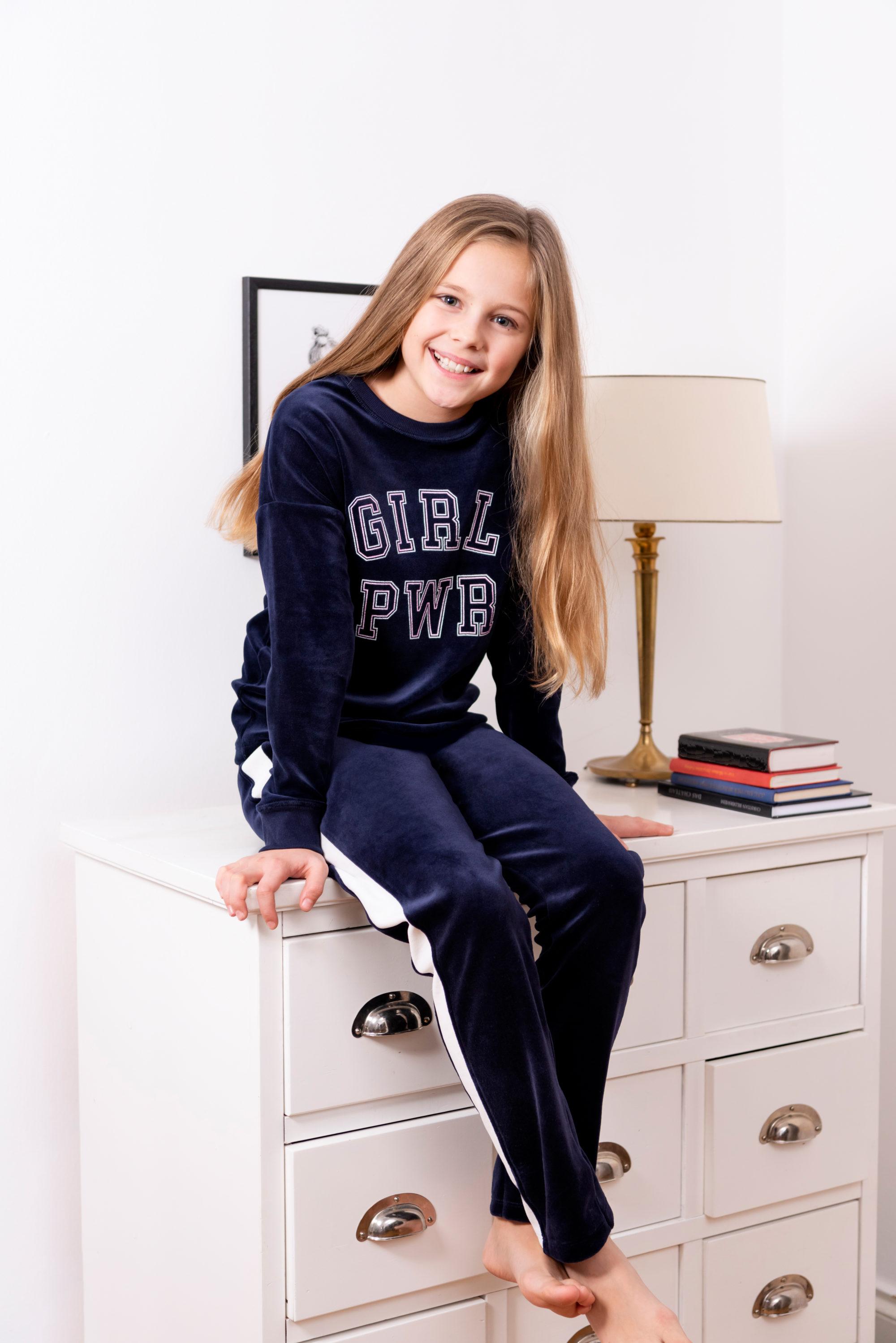Sanetta Meisjespyjama girl power in velour
