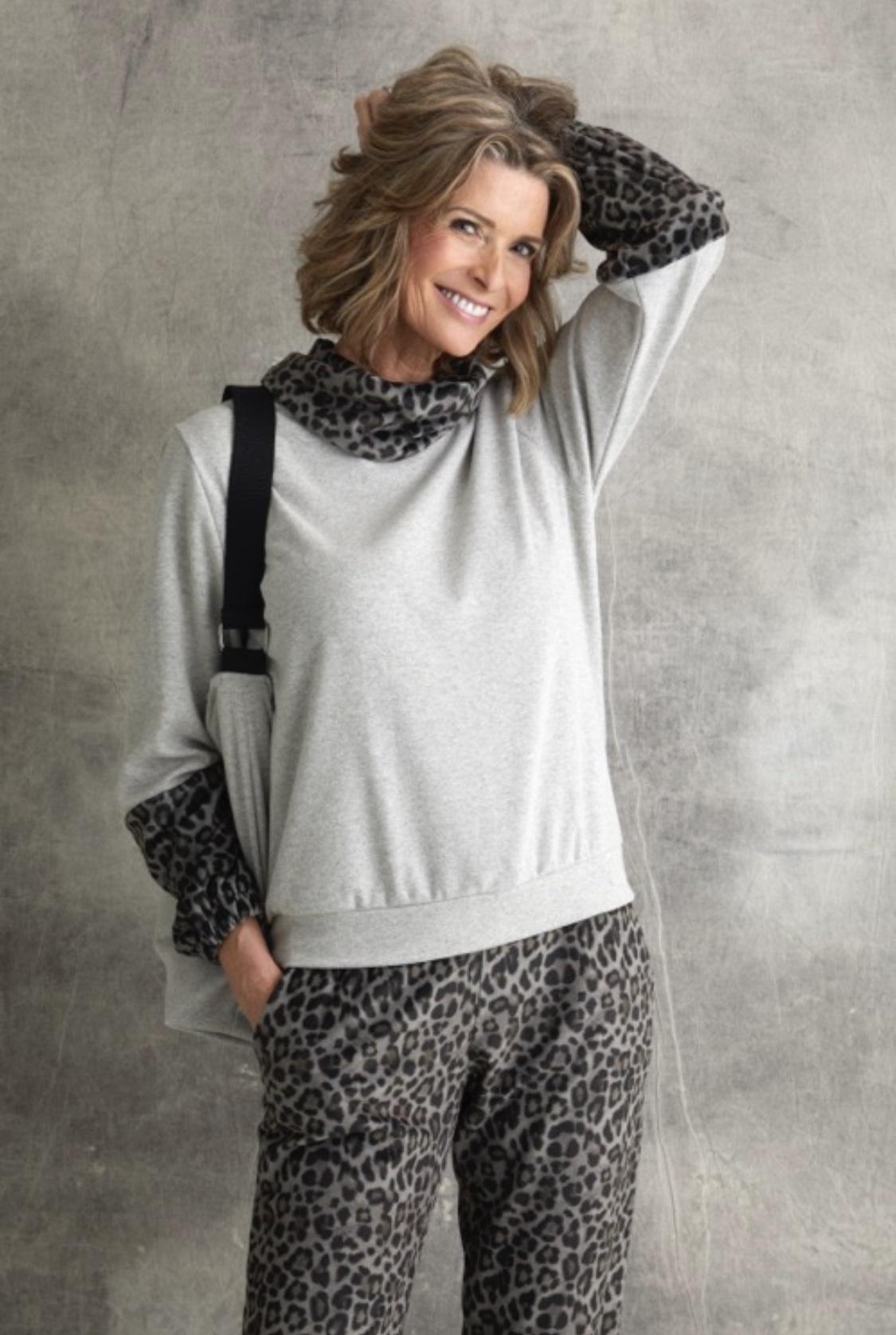 Vitamia Sweater rolkraag leopard + broek leopard