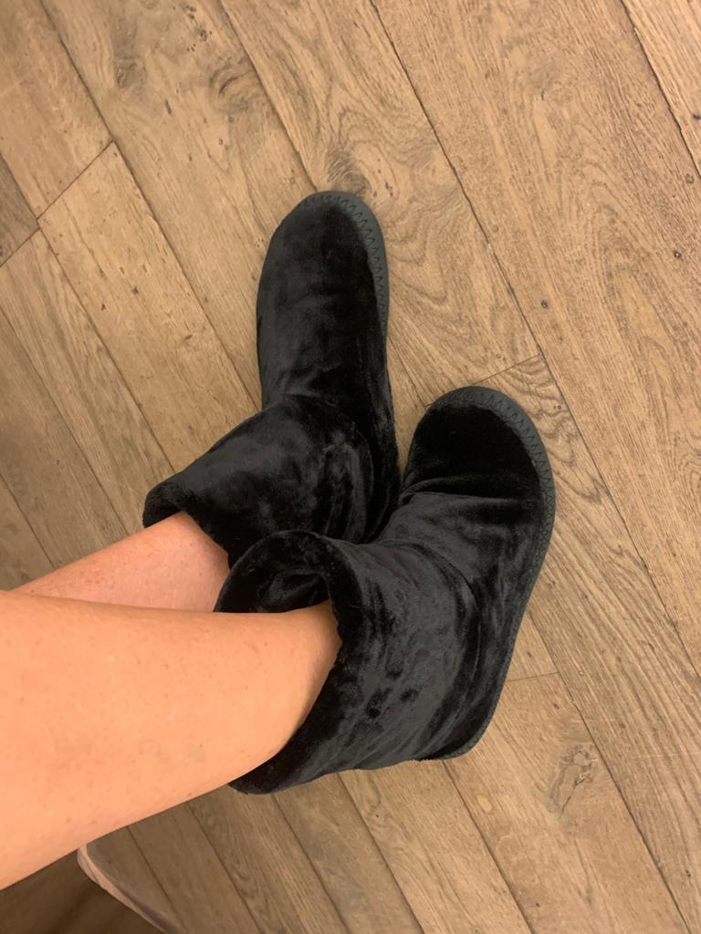 LORDS & LILIES Pantoffels, zwart