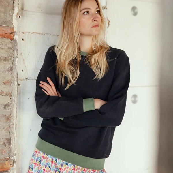 Sixtine's Sweater Unisex met groene boord