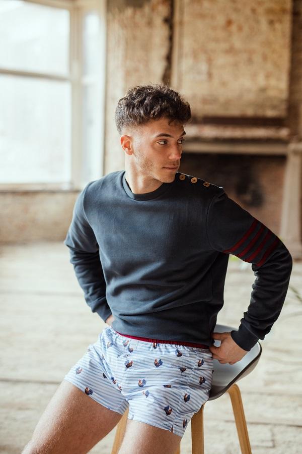 Sixtine's Sweater Unisex met knopen op schouder