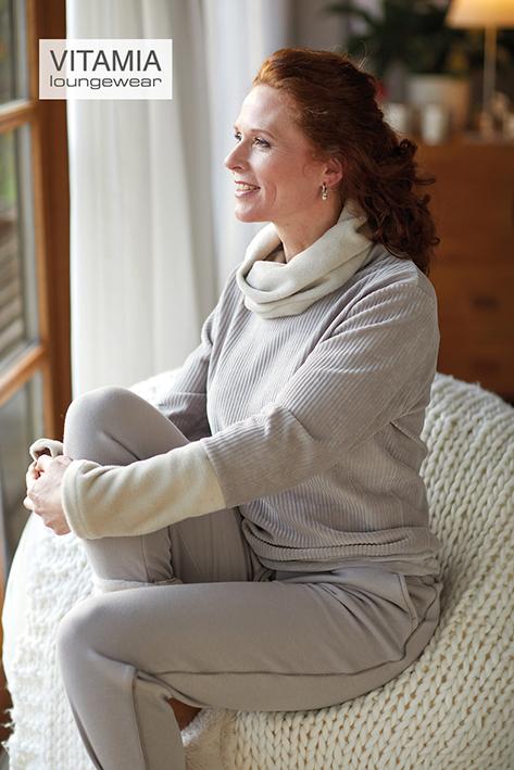 Vitamia Sweater met rib en rolkraag + effen broek
